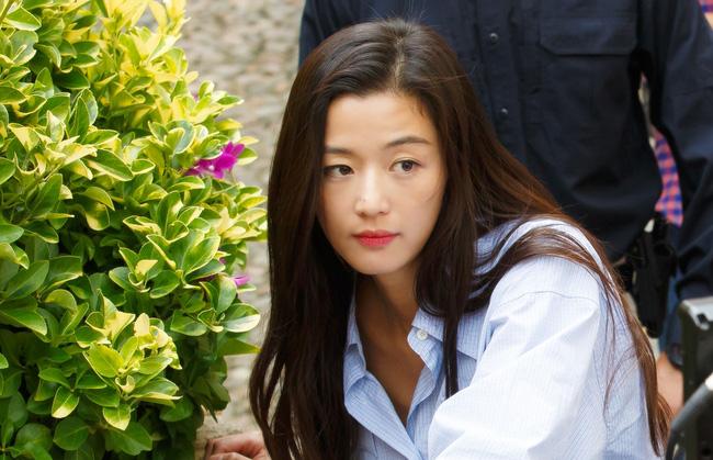 Cặp đôi Huyền thoại biển xanh Jeon Ji Hyun - Lee Min Ho: Đẹp, giàu, đến người yêu cũng khủng - Ảnh 4.