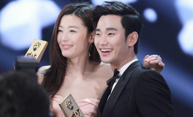 Cặp đôi Huyền thoại biển xanh Jeon Ji Hyun - Lee Min Ho: Đẹp, giàu, đến người yêu cũng khủng - Ảnh 17.