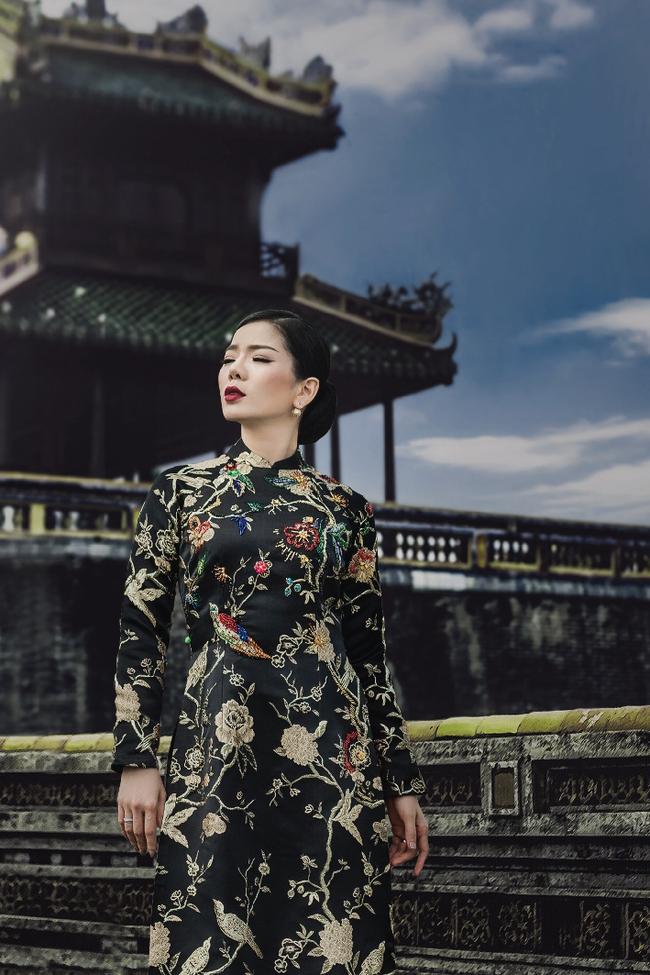 Lệ Quyên hoá gái Huế dịu dàng trong album nhạc Lam Phương - Ảnh 1.