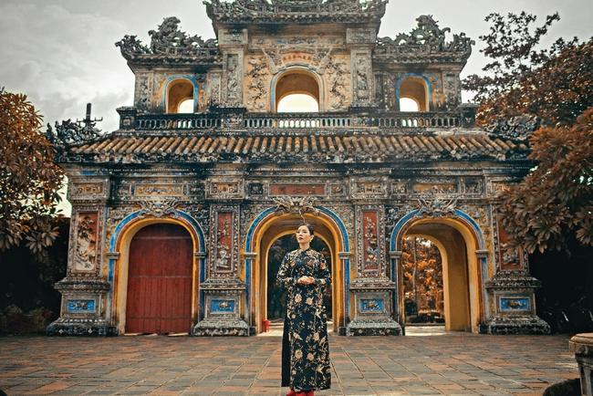 Lệ Quyên hoá gái Huế dịu dàng trong album nhạc Lam Phương - Ảnh 8.