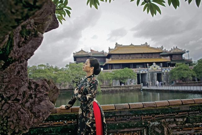 Lệ Quyên hoá gái Huế dịu dàng trong album nhạc Lam Phương - Ảnh 10.