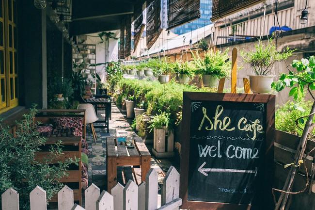 Ngắm mưa ở Sài Gòn, nhất định phải ghé 4 quán cafe này! - Ảnh 10.