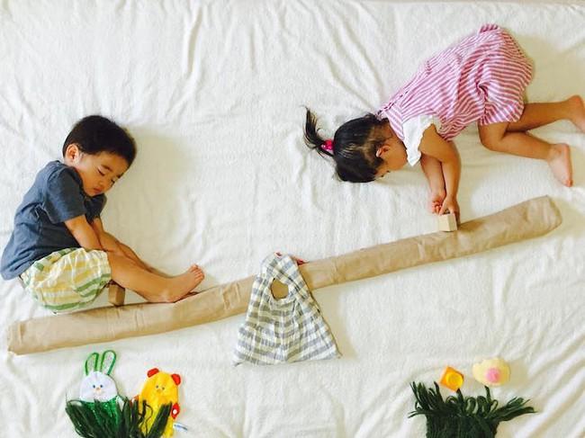 Dù đã ngủ say, cặp sinh đôi này vẫn được mẹ hóa trang cho xinh đừng hỏi  - Ảnh 8.