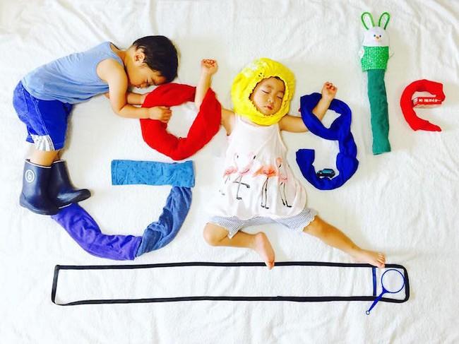 Dù đã ngủ say, cặp sinh đôi này vẫn được mẹ hóa trang cho xinh đừng hỏi  - Ảnh 11.