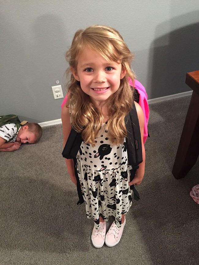 14 bộ mặt tiu nghỉu của lũ trẻ trước và sau ngày đi học đầu tiên sẽ khiến bạn cười rơi hàm - Ảnh 8.