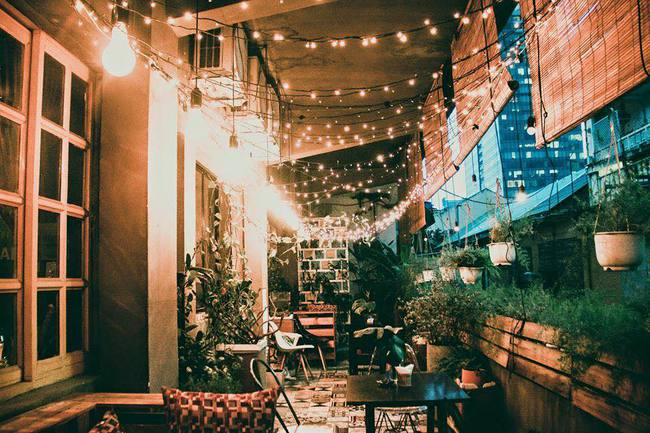 Ngắm mưa ở Sài Gòn, nhất định phải ghé 4 quán cafe này! - Ảnh 7.