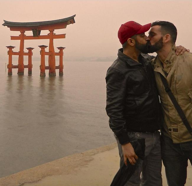 Hàng nghìn cặp đôi đồng tính hôn nhau để chứng minh tình yêu là bất diệt - Ảnh 13.
