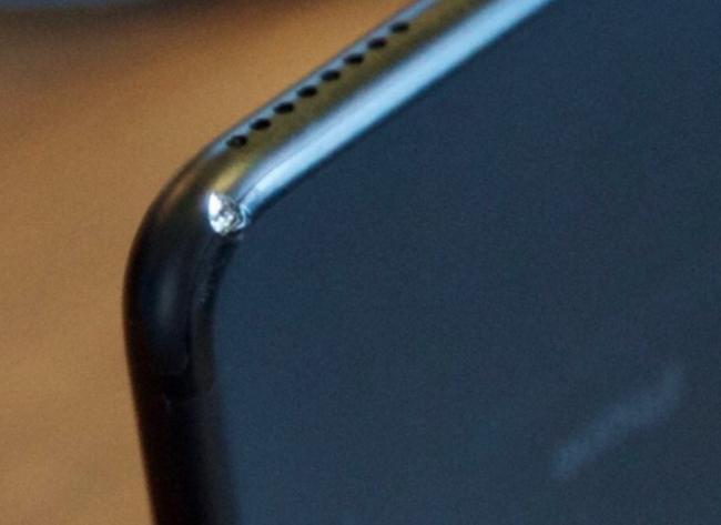 Chỉ sau 2 tuần sử dụng, iPhone đen bóng đã tàn phai nhan sắc đến kinh tởm như thế này - Ảnh 4.