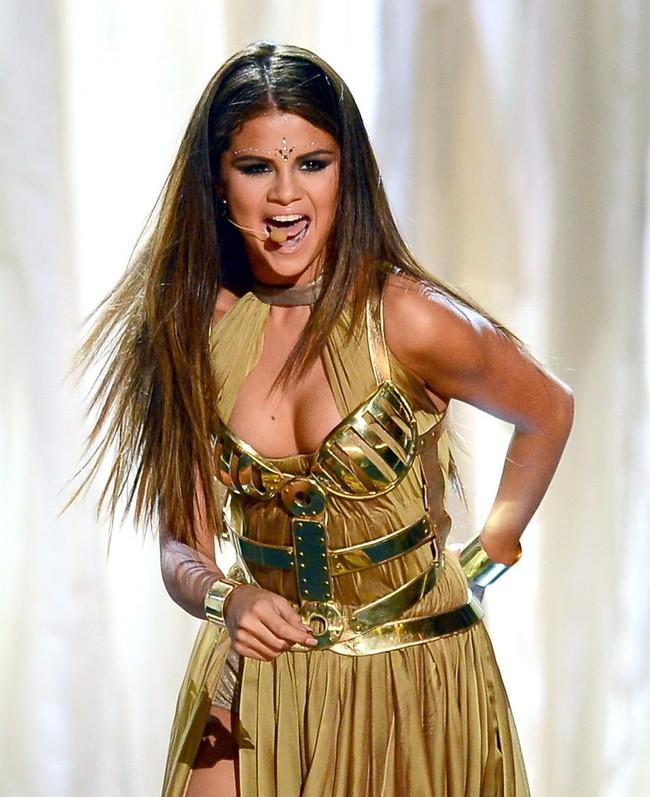 Hành trình nhan sắc thất thường của Selena: Khi thì béo ú, lúc lại đẹp khó cưỡng - Ảnh 12.