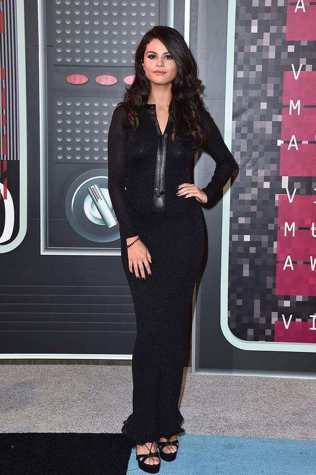 Hành trình nhan sắc thất thường của Selena: Khi thì béo ú, lúc lại đẹp khó cưỡng - Ảnh 21.