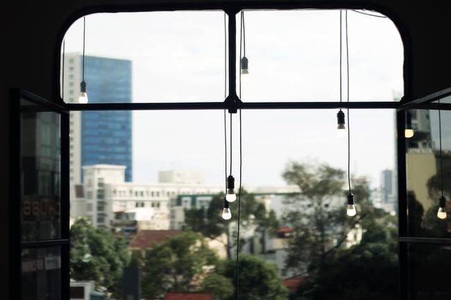 Ngắm mưa ở Sài Gòn, nhất định phải ghé 4 quán cafe này! - Ảnh 13.