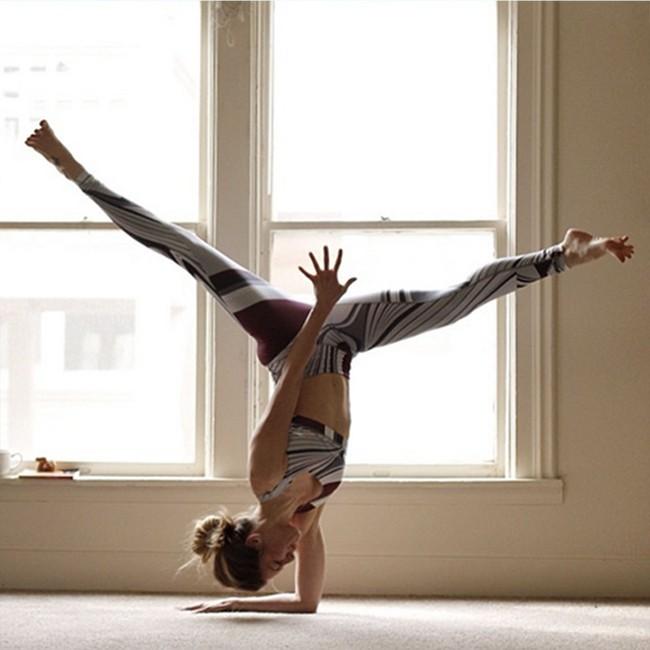Tự tập gym và yoga tại nhà sai cách gây nguy hiểm sức khỏe - Ảnh 2.