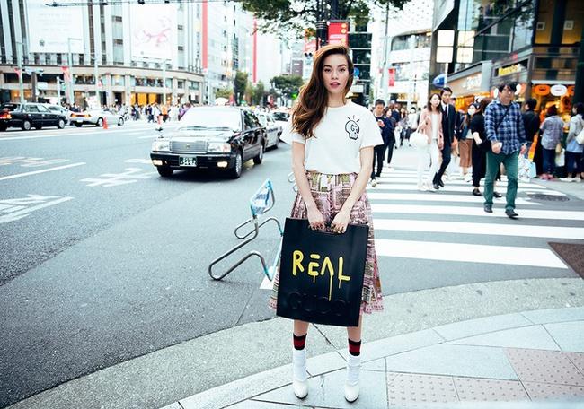 Hà Hồ mặc street style đẹp như thế này thì ngán gì ngôi sao quốc tế nào - Ảnh 1.