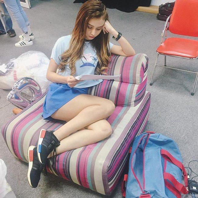 Phạm Hương mặc jeans vẫn sang như thường, Lilly Nguyễn lộ dáng thô vì đồ cá tính - Ảnh 10.