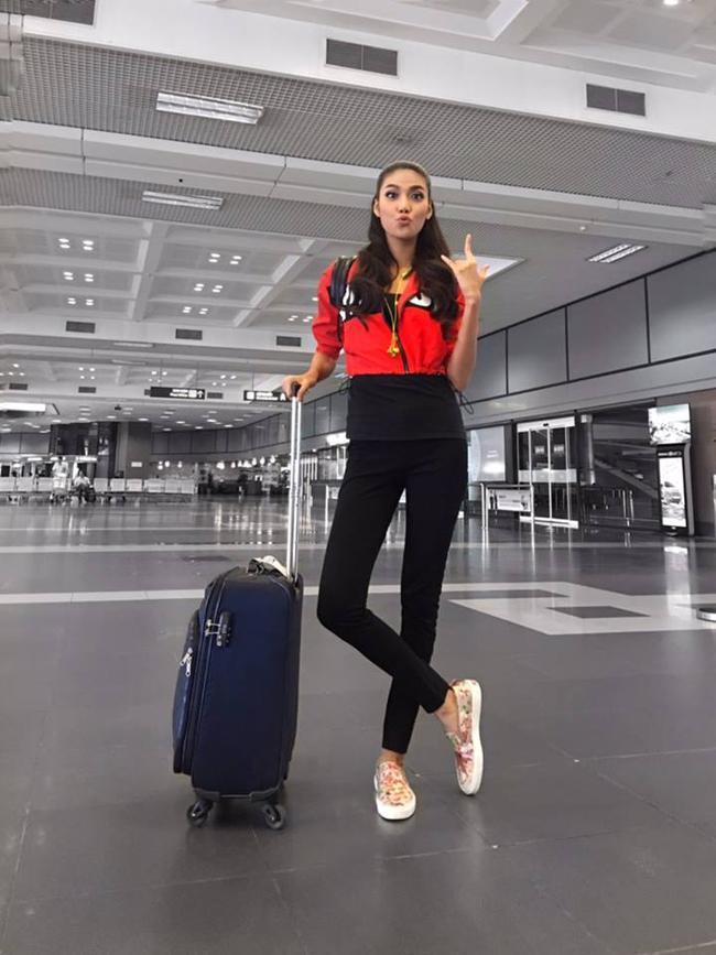 Phạm Hương diện váy xinh như công chúa, bộ đôi SNSD để lộ nội y tại sân bay - Ảnh 5.
