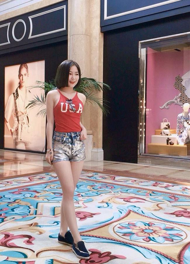 Phạm Hương diện váy xinh như công chúa, bộ đôi SNSD để lộ nội y tại sân bay - Ảnh 11.
