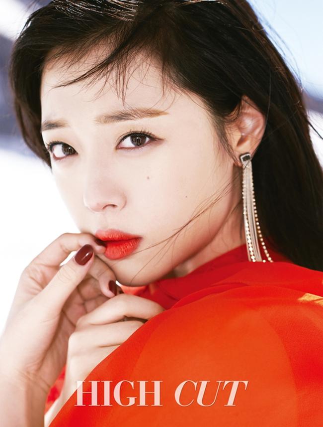 Cuộc chiến nhan sắc giữa Suzy và Seolhyun trên tạp chí: Ai đẹp hút hồn hơn? - Ảnh 13.