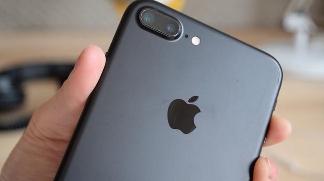 Nữ BTV người Mỹ gốc Việt tái xuất giang hồ với bài review iPhone 7 siêu nhắng nhít - Ảnh 12.