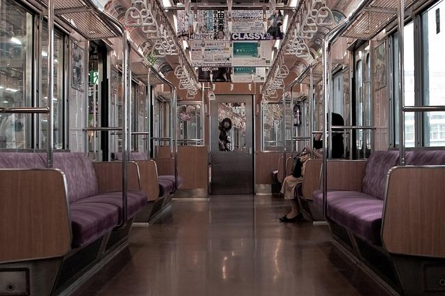 Muốn biết người Nhật văn minh như thế nào hãy đi tàu điện ngầm ở Tokyo - Ảnh 2.