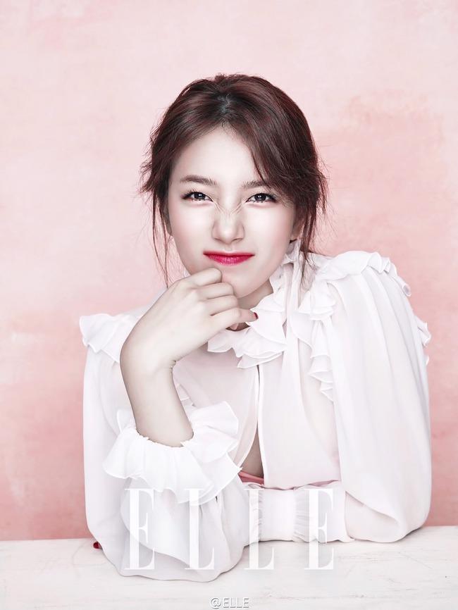 Cuộc chiến nhan sắc giữa Suzy và Seolhyun trên tạp chí: Ai đẹp hút hồn hơn? - Ảnh 6.