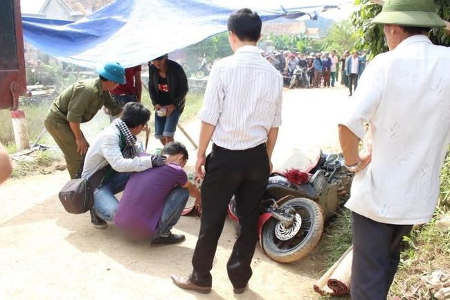 Một tình nguyện viên bị xe tải cán chết khi về giúp dân dọn lũ - Ảnh 1.