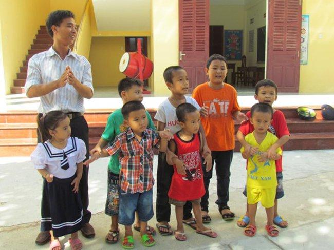 Thầy giáo trẻ ra khơi vượt biển, chấp nhận yêu xa để gieo chữ cho trẻ em nghèo biển đảo - ảnh 2