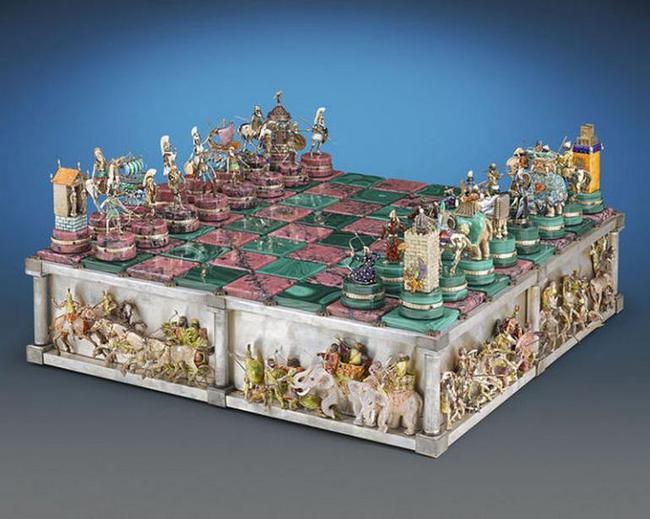 Mục sở thị bàn cờ vua đắt nhất thế giới có giá tận 37 tỷ đồng - Ảnh 2.