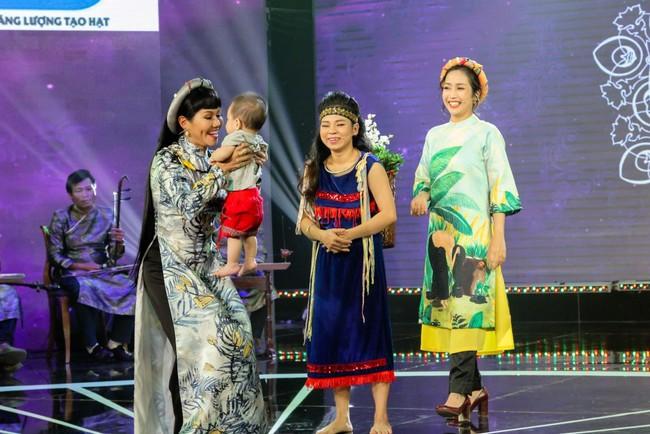 Câu chuyện cả mẹ và con gái đi thi Vọng cổ khiến cả sân khấu xúc động - Ảnh 4.