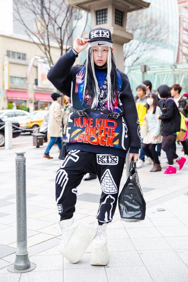 Tuần lễ thời trang Tokyo: vẫn bắt mắt, vẫn dị đến tận cùng! - Ảnh 1.