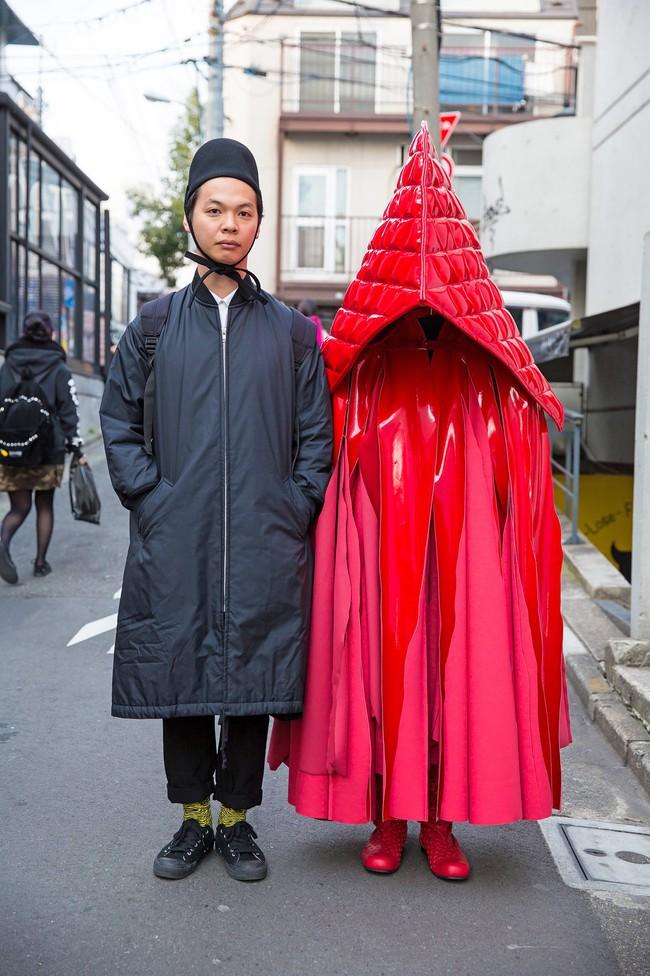 Tuần lễ thời trang Tokyo: vẫn bắt mắt, vẫn dị đến tận cùng! - Ảnh 2.