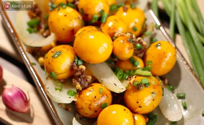 Trứng non cháy tỏi thơm nức cho ai đang đói meo mùa mưa - Ảnh 11.