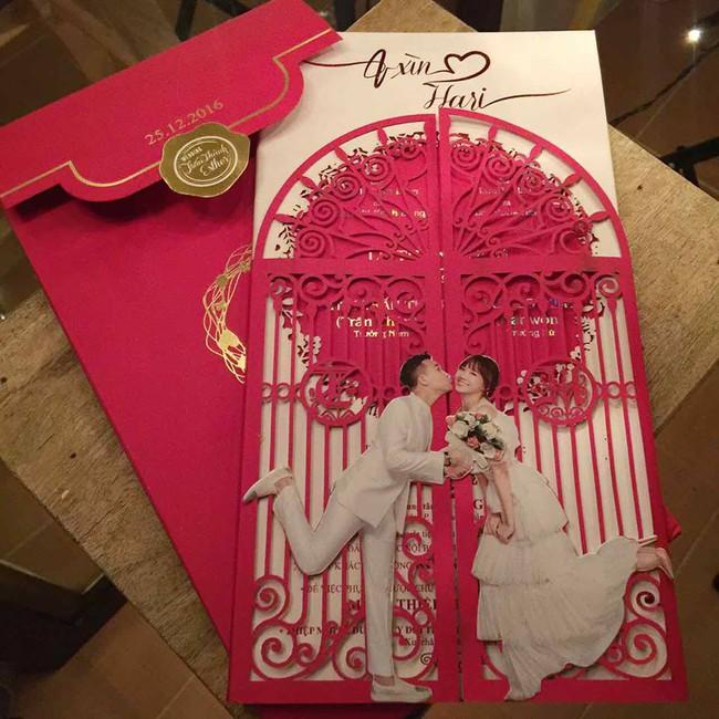 Đến việc chụp ảnh làm thiệp cưới, Trấn Thành và Hari Won cũng kỳ quặc chẳng giống ai - Ảnh 1.