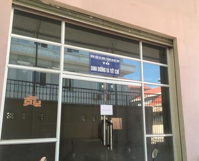 Nghệ An: Hàng trăm cán bộ nhân viên bệnh viện bãi công vì nợ lương 8 tháng - ảnh 2