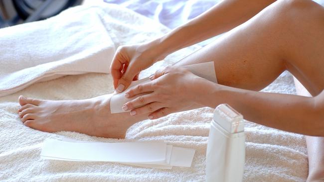 Những sai lầm khi waxing vừa gây hại cho da vừa khiến lông mọc nhiều hơn - Ảnh 2.