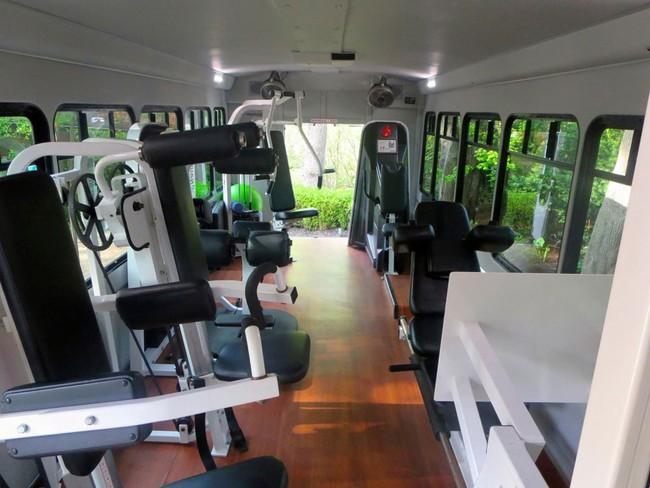 Khỏi đi gym nữa, giờ đây bạn có tập thể dục mỗi sáng trên xe buýt được rồi! - Ảnh 4.