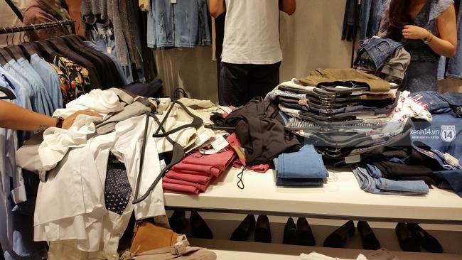 Gần đến giờ đóng cửa, store Zara Việt Nam vẫn đông nghịt, từng hàng dài chờ thanh toán hóa đơn cả chục triệu - Ảnh 15.
