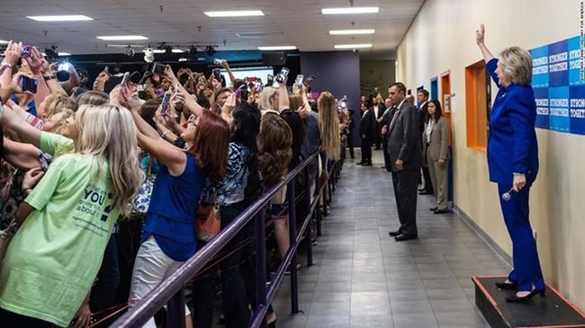 Những bức ảnh selfie nổi tiếng nhất năm 2016 - Ảnh 9.