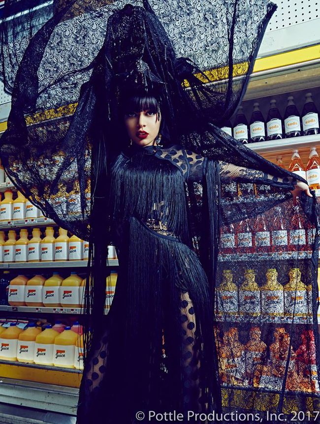 Thí sinh Next Top Mỹ ngã sấp mặt khi mang giày của Lady Gaga - Ảnh 26.