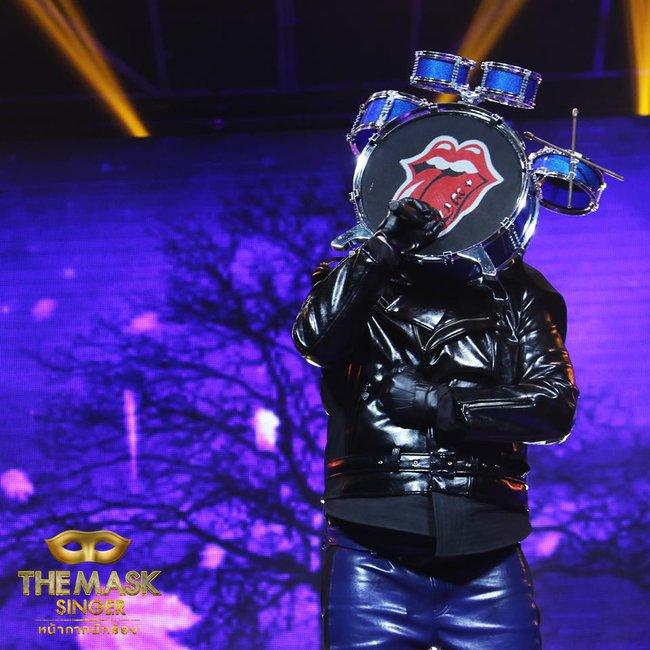 Chỉ có Thái Lan mới sáng tạo ra những ca sĩ mặt nạ kỳ quái như thế này! - Ảnh 8.