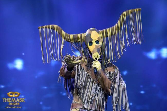 Chỉ có Thái Lan mới sáng tạo ra những ca sĩ mặt nạ kỳ quái như thế này! - Ảnh 10.