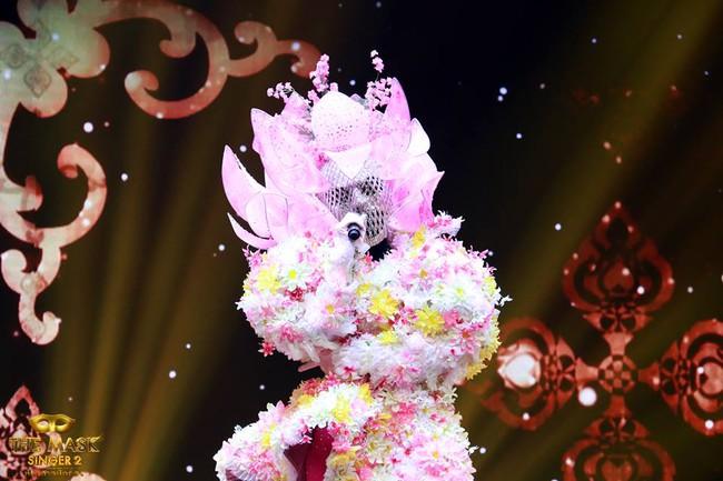 Chỉ có Thái Lan mới sáng tạo ra những ca sĩ mặt nạ kỳ quái như thế này! - Ảnh 7.