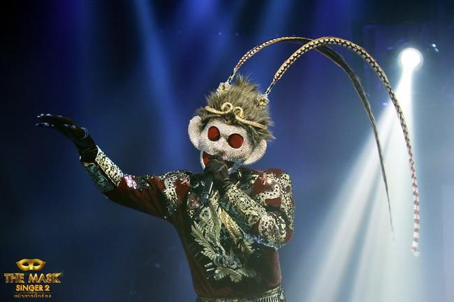Chỉ có Thái Lan mới sáng tạo ra những ca sĩ mặt nạ kỳ quái như thế này! - Ảnh 11.