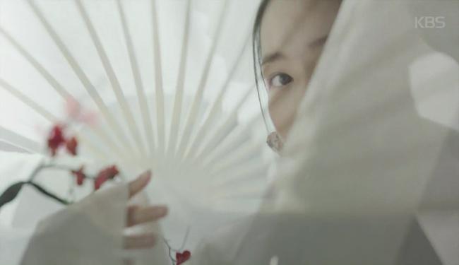 Vương hậu Park Min Young đẹp thoát tục trong phim mới - Ảnh 2.