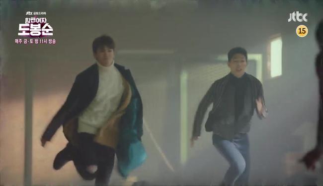 """""""Đú đởn"""" làm anh hùng cứu mĩ nhân, Park Hyung Sik nhận cái kết bất ngờ - Ảnh 5."""