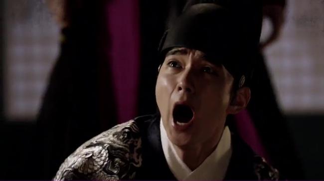 Hé lộ lí do Quân Chủ Yoo Seung Ho suốt ngày đeo mặt nạ - Ảnh 3.