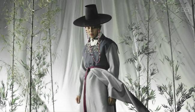 Vương hậu Park Min Young đẹp thoát tục trong phim mới - Ảnh 5.