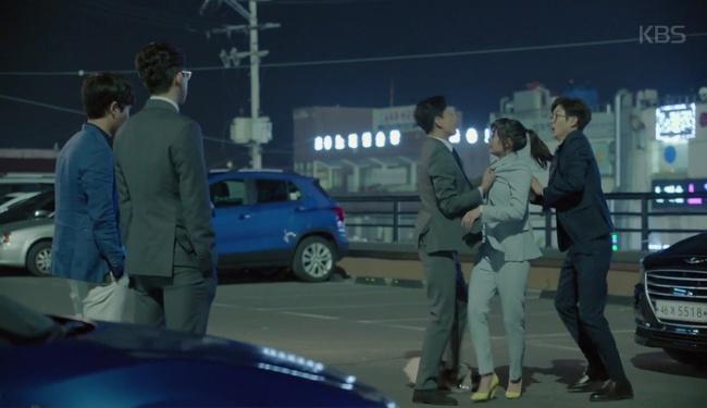 Park Seo Joon cởi trần hát rống, Kim Ji Won đắp lông mày không đỡ nổi! - Ảnh 8.