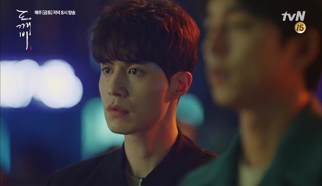 """""""Goblin"""" tập 12 đầy kịch tính: Mọi lá bài quan trọng đều đã được lật, kể cả """"Thần"""" Sung Jae! - Ảnh 9."""