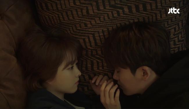 Park Hyung Sik tóe máu vì cứu Park Bo Young mà không biết vừa bị troll? - Ảnh 11.