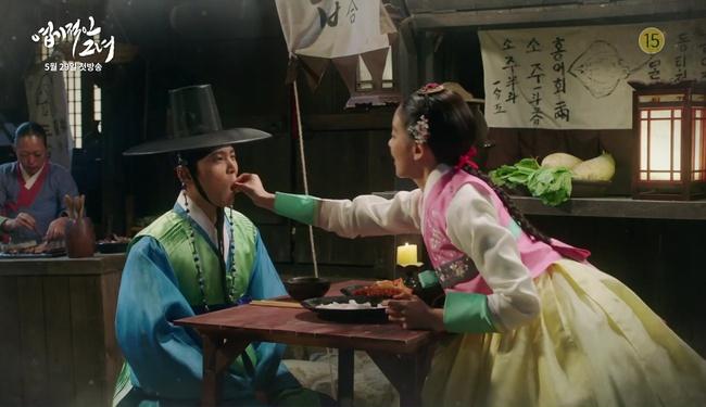 Park Seo Joon cởi trần hát rống, Kim Ji Won đắp lông mày không đỡ nổi! - Ảnh 12.